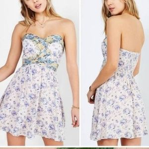 Kimchi Blue Urban Outfitters Strapless Print Dress